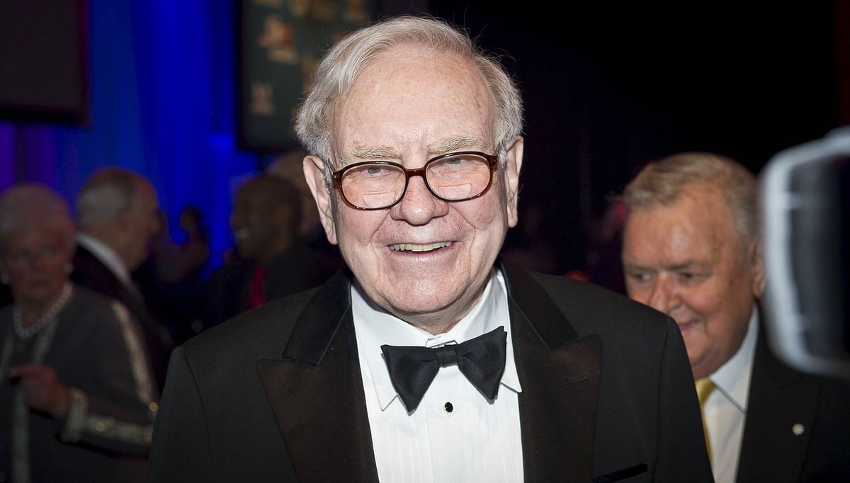 Warren Buffett photographed at An Intimate Evening with David Foster and Friends fundraiser for The David Foster Foundation. Toronto, November 19, 2010. Ryan Enn Hughes For The Globe and Mail