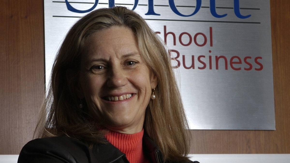 Linda Duxbury is a professor at the Sprott School of Business at Carleton University.