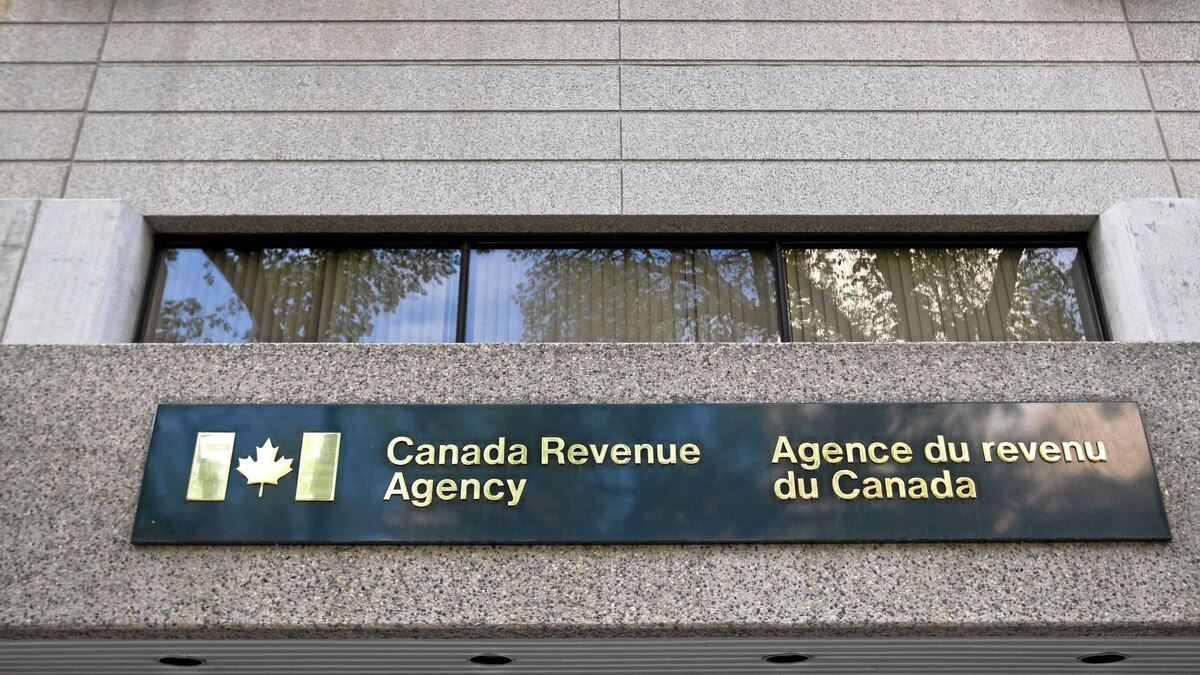 A Canada Revenue Agency (Agence du revenu du Canada) office is pictured in Winnipeg Sunday May 22, 2011.