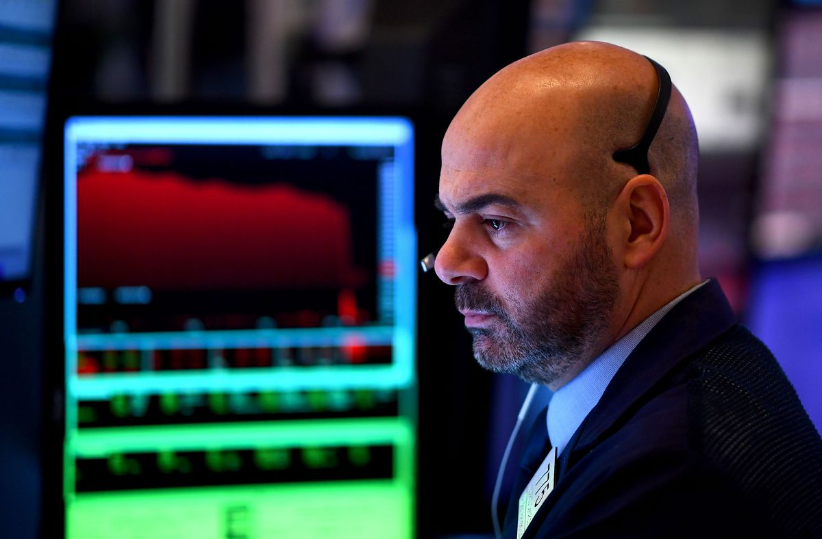 TSX closes down over 450 points, flirts with correction territory as virus sell-down continues