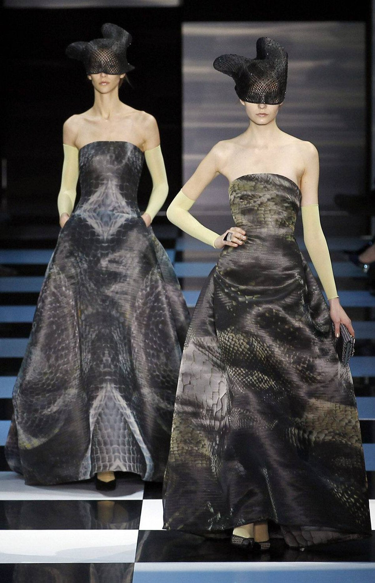 This is not the first time snakes have appeared on the runway for spring (and no, they were not on Lagerfeld's plane). The serpent motif also made an appearance in Alber Elbaz's ready-to-wear collection for Lanvin. And yet, according to the Chinese calendar, it's actually the Year of the Dragon.