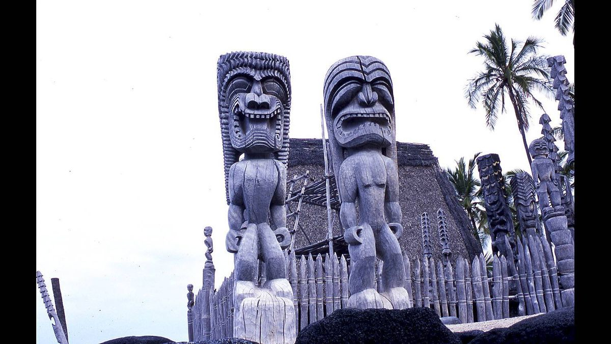 Lee Gunderson photo: These famous carvings guard the harbour and the Place of Refuge, one of all Hawaii's most sacred sites. Near Captain Cook, Kona.