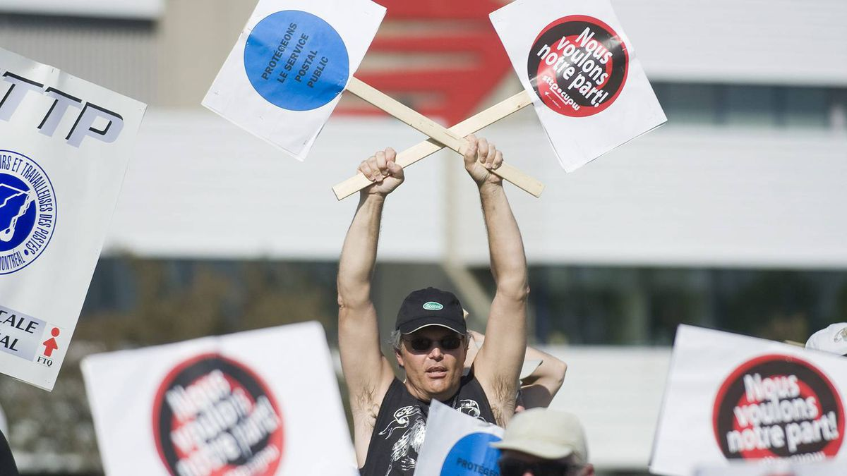 Canada Post workers picket outside a sorting depot in the borough of Ville St-Laurent in Montreal, Monday, June 6, 2011