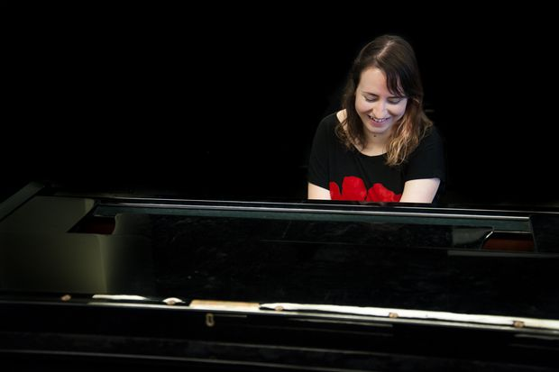 One-handed pianist Jennifer Pos brings a unique perspective to music