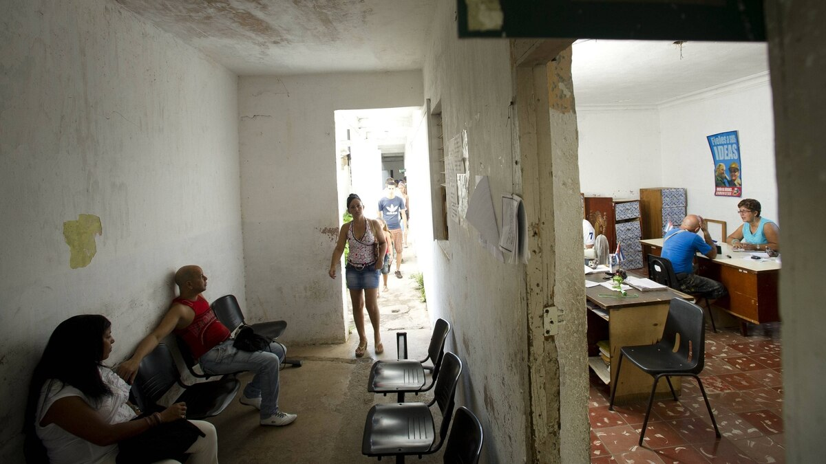 Applicants wait outside as bureacrats process applications for small business licences at the Employment and Social Services Office in Plaza Revolucion in Havana, Cuba Sept. 27, 2011.