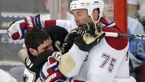 Pittsburgh Penguins Sidney Crosby (L) collides with Montreal Canadiens Hal Gill during the second period of action in Game 2 of their NHL Eastern Conference semi-final hockey series in Pittsburgh, Pennsylvania, May 2, 2010. REUTERS/Jason Cohn