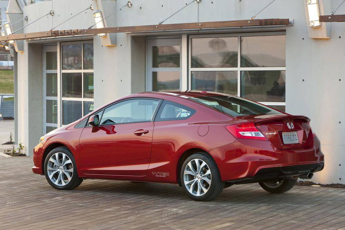 is the honda civic si coupe a good sport the globe and mail. Black Bedroom Furniture Sets. Home Design Ideas