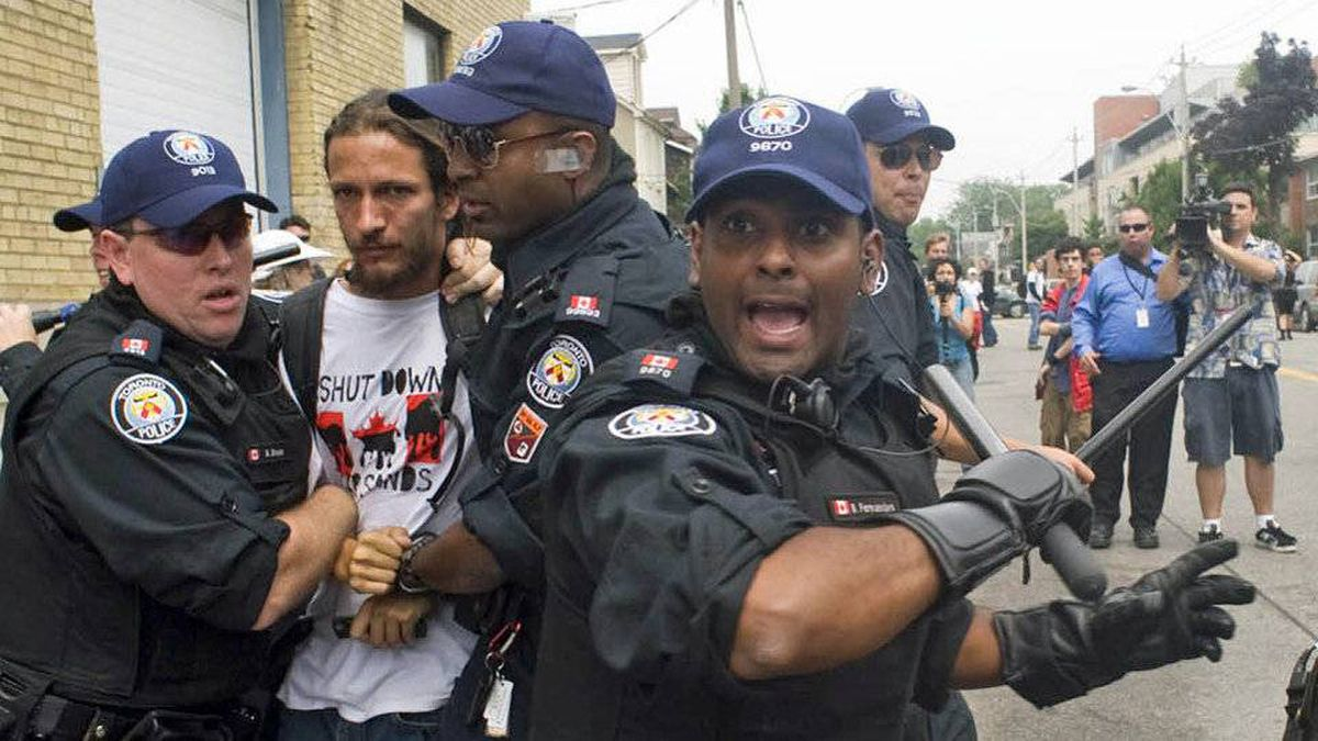 Police clash with demonstrators at the temporary prison for G20 detainees in Toronto on June 27, 2010.