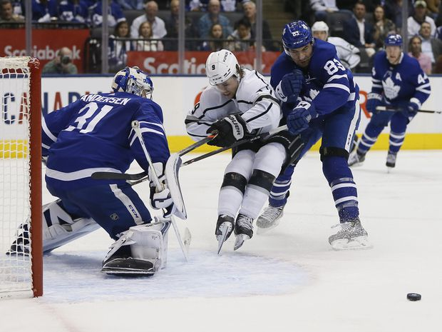 Tavares back with Leafs; missed 7 games with broken finger