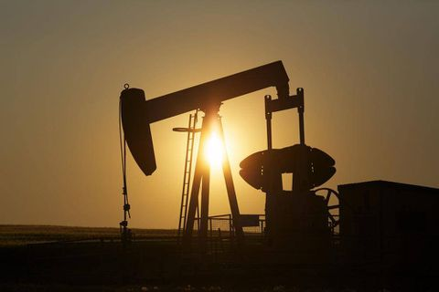 Why oil prices are dropping despite Mideast unrest