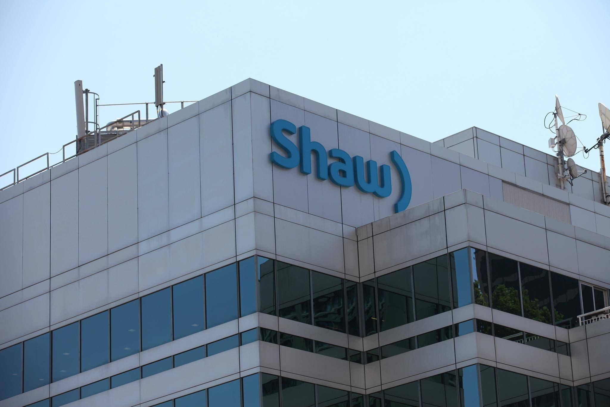Shaw Communications seeking solutions to falling subscriber