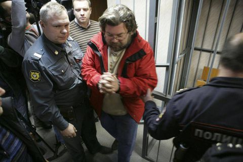 Russia judge detains Canadian Greenpeace activists for two months
