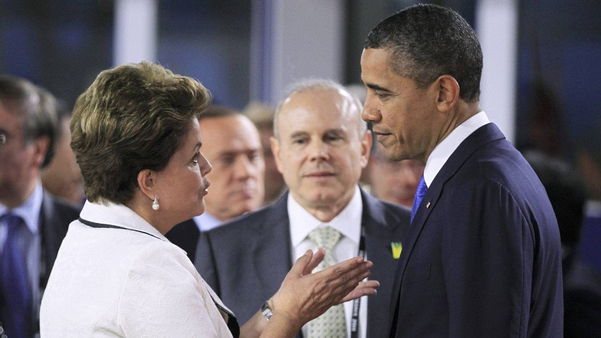 U.S. President Barack Obama chats wtih Brazil's President Dilma Rousseff as G20 leaders arrive in Cannes for the summit of major world economies.