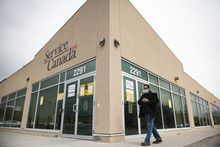 A closed Service Canada location, in Toronto is photographed, on Thurs., March 26, 2020.  (Christopher Katsarov/The Globe and Mail)