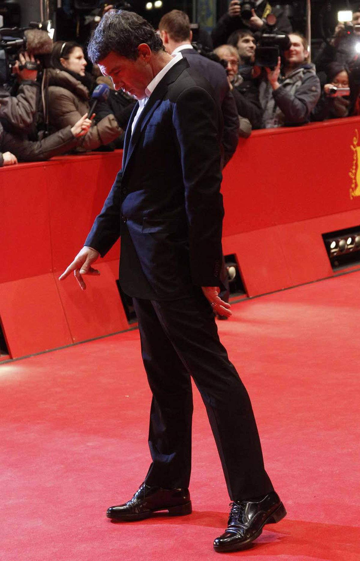 "Antonio Banderas takes a quick comparative look at his own index finger at the Berlin Film Festival screening of ""Haywire"" and wishes it were longer."