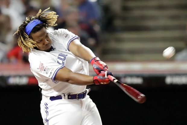 Vladimir Guerrero Jr.'s record-setting performance at Home Run Derby wows Hall of Fame father, Blue Jays players