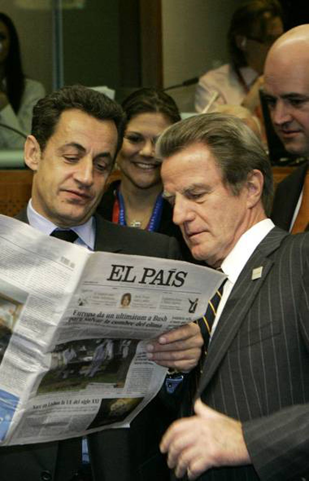FRANCE/CANADA: Leaked U.S. diplomatic cables show that Bernard Kouchner, Nicolas Sarkozy's foreign minister until three weeks ago, personally asked Hillary Clinton to review the Omar Khadr case in a 2009 meeting. The document shows that while Mr. Kouchner was doing this, the Canadian government remained silent on the issue.