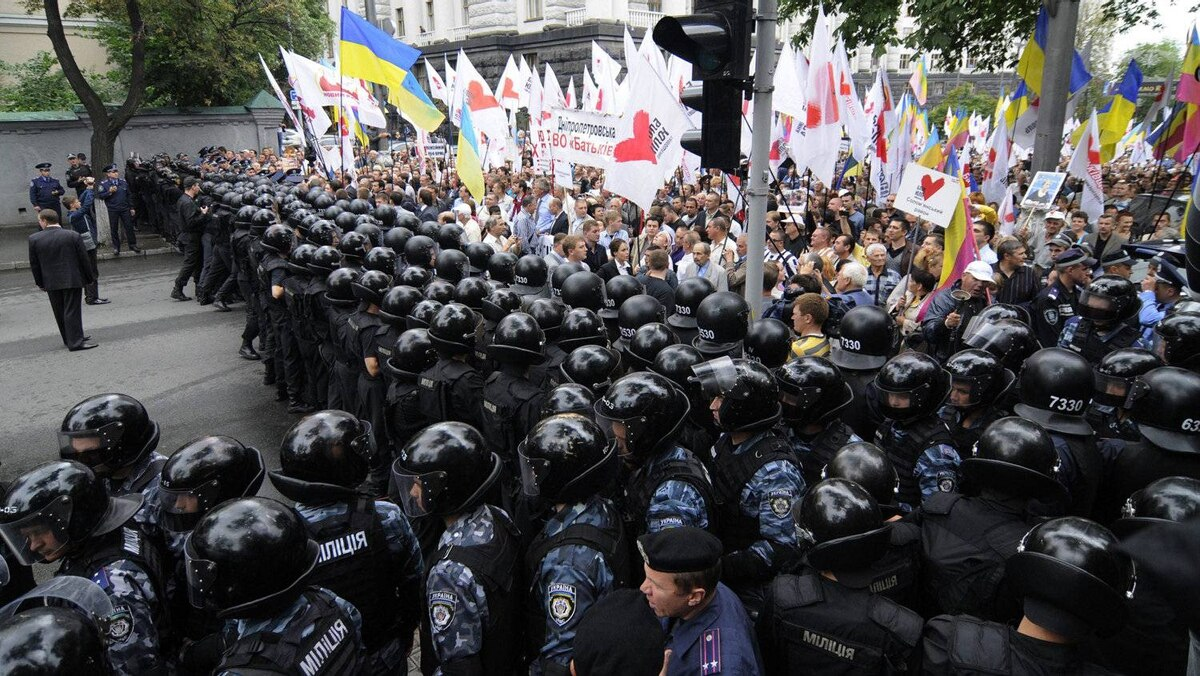 Thousands marched through central Kiev to protest pension reforms agreed to by the Ukrainian government as part of a loan deal with the International Monetary Fund.