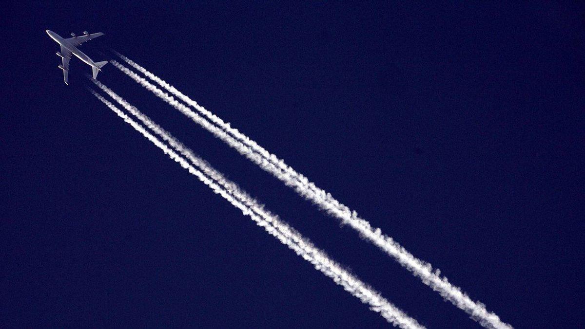 AIG starts spinoff process of aircraft unit