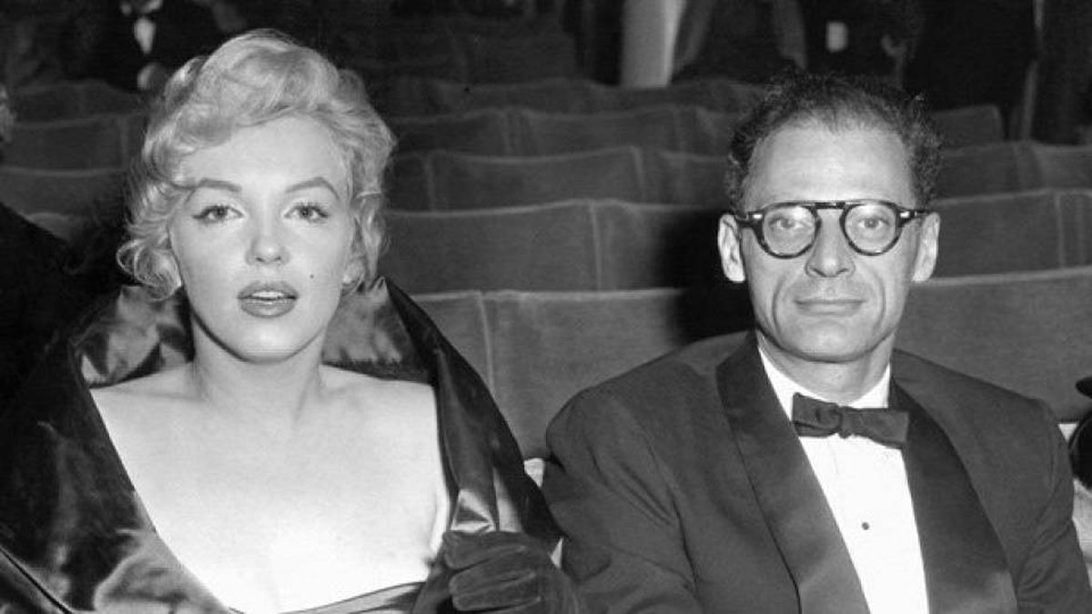 Marilyn Monroe with her husband, the playright Arthur Miller, in 1956