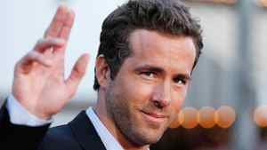 Cast member Ryan Reynolds waves at the world premiere of the film The Change-Up in Los Angeles August 1, 2011.