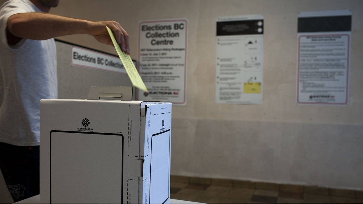 A voter places his HST referendum ballot into a collection box at a Elections BC Collection Centre in City Square Shopping Centre in Vancouver, July 18, 2011.