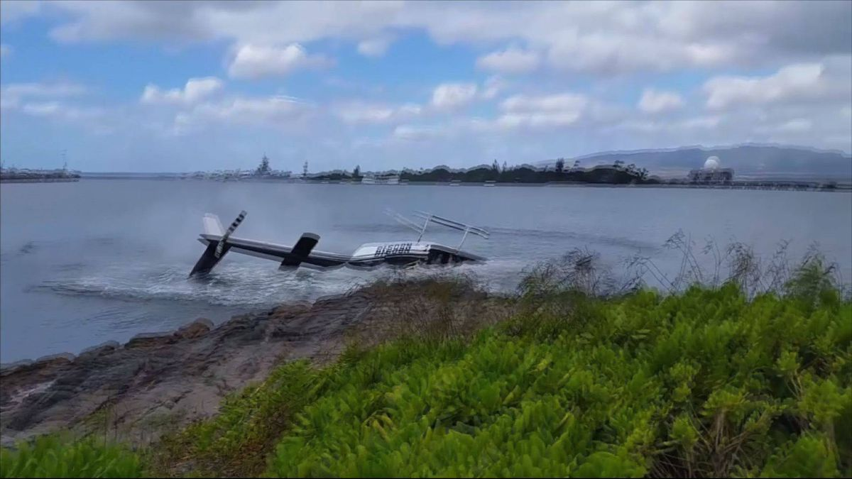 hawaii helicopter tour crash with Article28847283 on Five Dead Fiery Plane Crash Skydiving Trip Hawaii in addition Helicopter Crashes Into Pearl Harbor together with Helicopter besides Story03 additionally Us Marine Remembered In Amble.