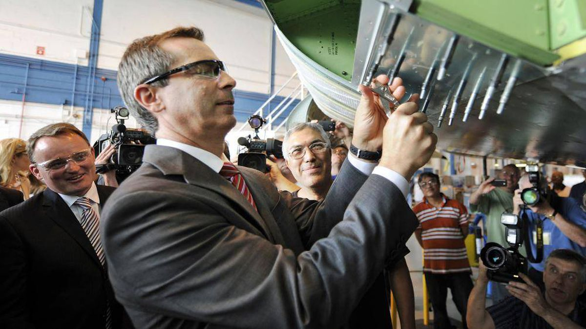 Ontario Premier Dalton McGuinty tries his hand at aircraft assembly during a news conference at a Toronto Bombardier plant on May 29, 2012.