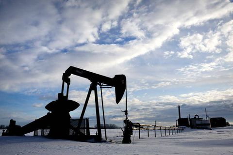 Alberta oil firms keep pumping as prices collapse