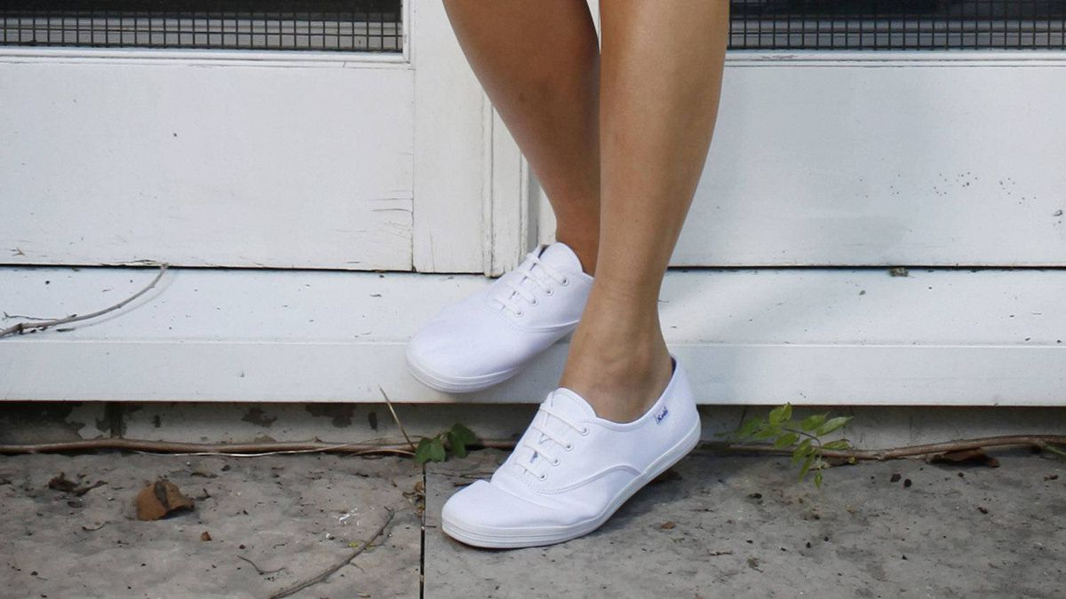 1916 U.S. Rubber creates the original sneaker, the athletic shoe it calls Keds.