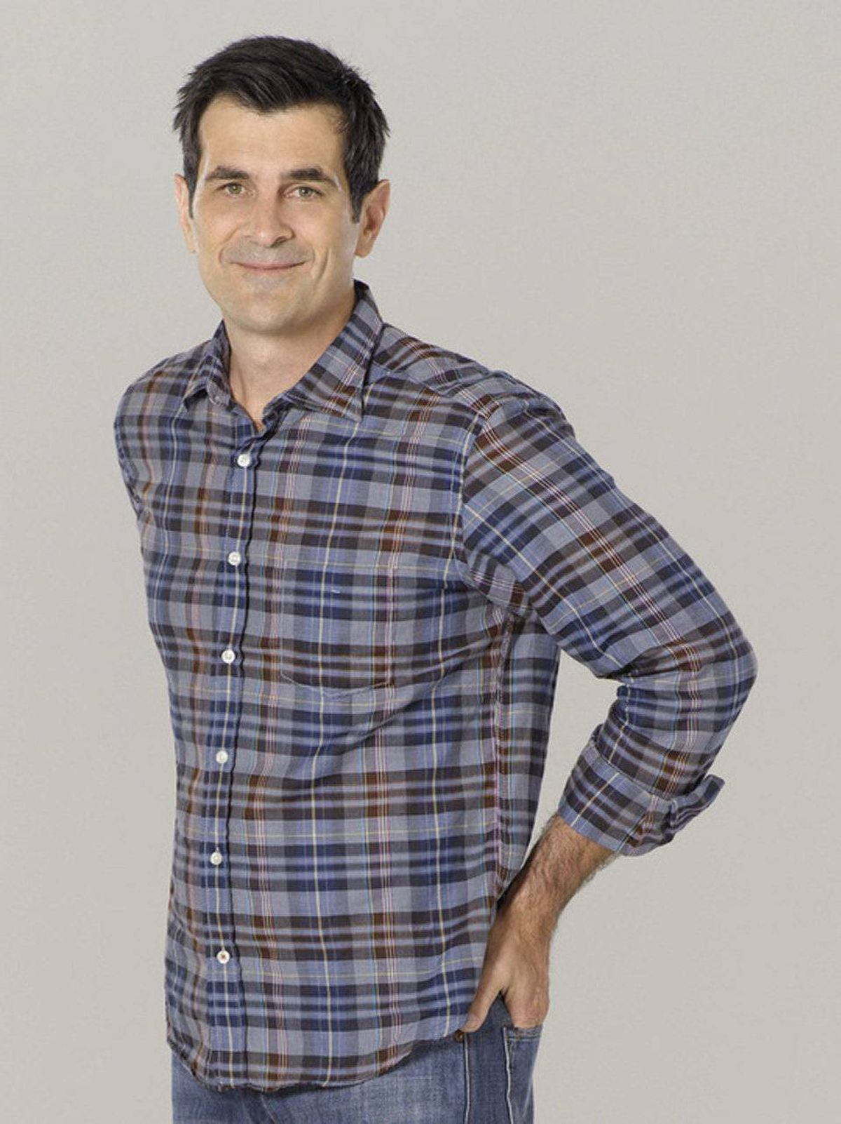 COMEDY Modern Family ABC, CITY-TV, 9 p.m. ET/PT Last year's Emmy-winner for Best Actor in a comedy series, Ty Burrell takes the spotlight in tonight's new episode of TV's sharpest sitcom. The Dunphy clan is in need of a new car, so his character of distracted dad Phil heads off to the local dealership with new pal Andre (Kevin Hart) in tow. Of course Phil makes a wildly spontaneous purchase, which leads to conflict with his wife Claire (Julie Bowen). In other Dunphy news, vainglorious Jay (Ed O'Neill) preps trophy wife Gloria (Sofia Vergara) for his upcoming high-school reunion, while Cam (Eric Stonestreet) and Mitchell (Jesse Tyler Ferguson) are forced to deal with an wailing inconsolable toddler when Lily loses her beloved stuffed animal.