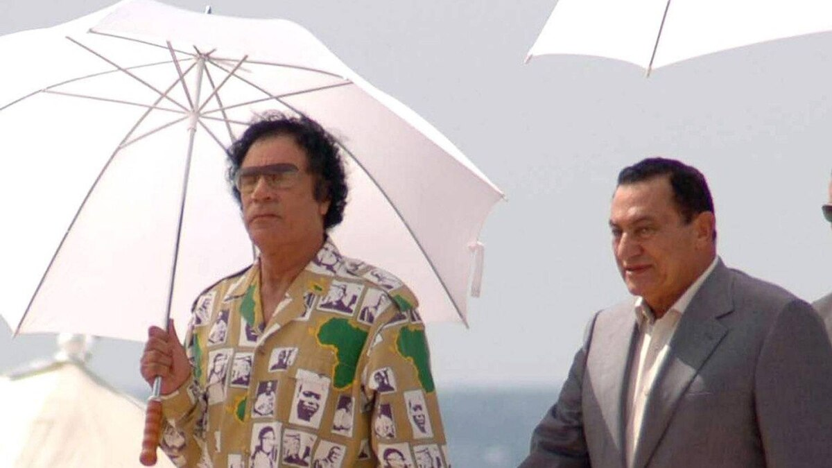 Deposed former Libyan leader Moammar Gadhafi, left, and Egyptian president Hosni Mubarak, in Sirte, Libya, Aug.15, 2005. Swiss authorities revealed in 2011 they had blocked 830-million francs worth of assets linked to regimes in Libya, Egypt and Tunisia, and opened investigations into allegations of money laundering and organized crime in Tunisia and Egypt.
