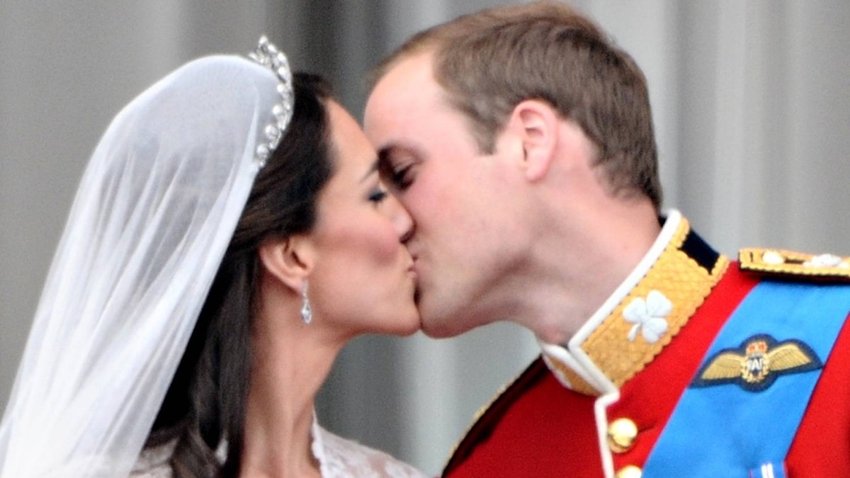 Britain's Prince William kisses his wife Kate, Duchess of Cambridge, on the balcony in Buckingham Palace, after the wedding service, on April 29, 2011, in London.