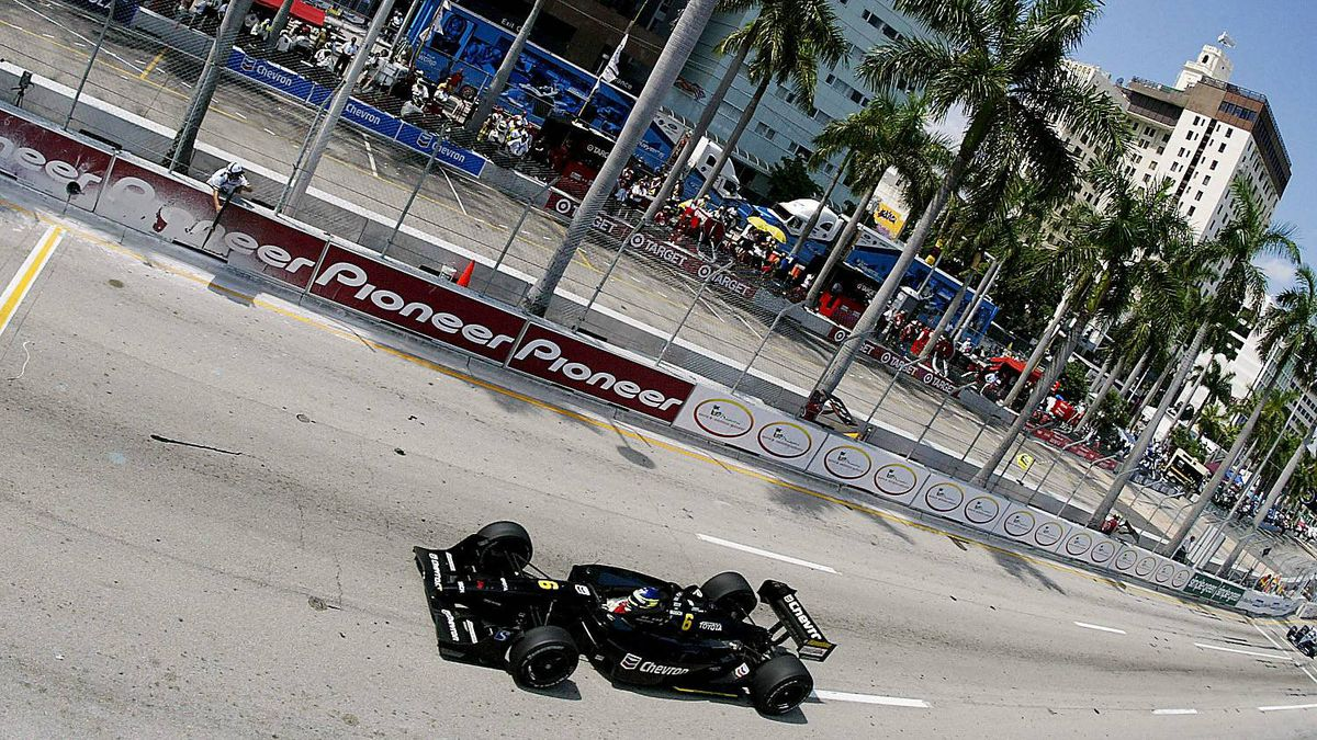 Cristiano da Matta driving the Newman/Haas Racing Toyota Lola powers down the front straight during the Grand Prix Americas, round 16 of the CART (Championship Auto Racing Teams) Fed Ex Championship Series on October 6, 2002 in Miami, Florida.
