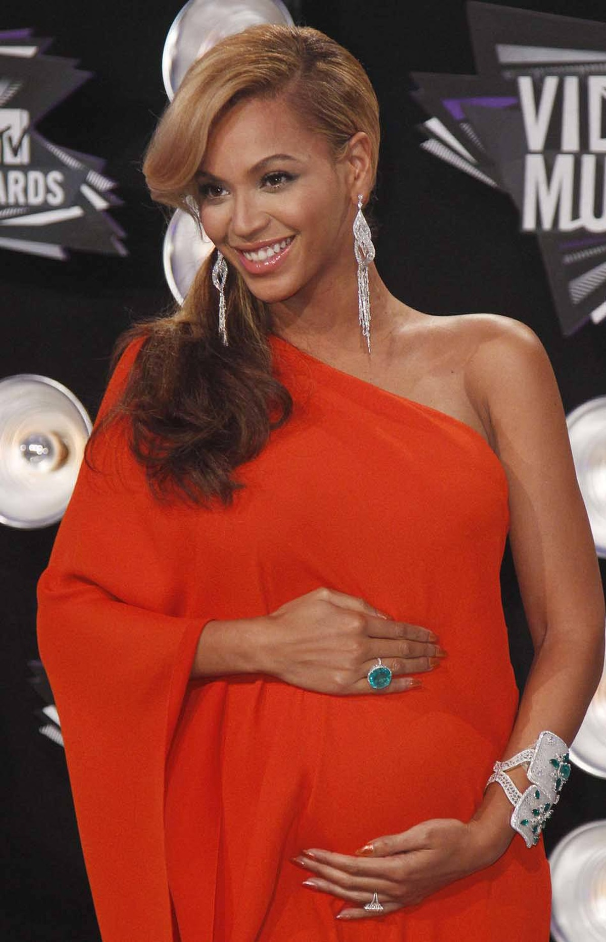 And then? On Aug. 28, 2011, Beyonce used the red carpet at the MTV Music Awards to announce her pregnancy (with the rapper Jay-Z) . She gave birth to a daughter in January.