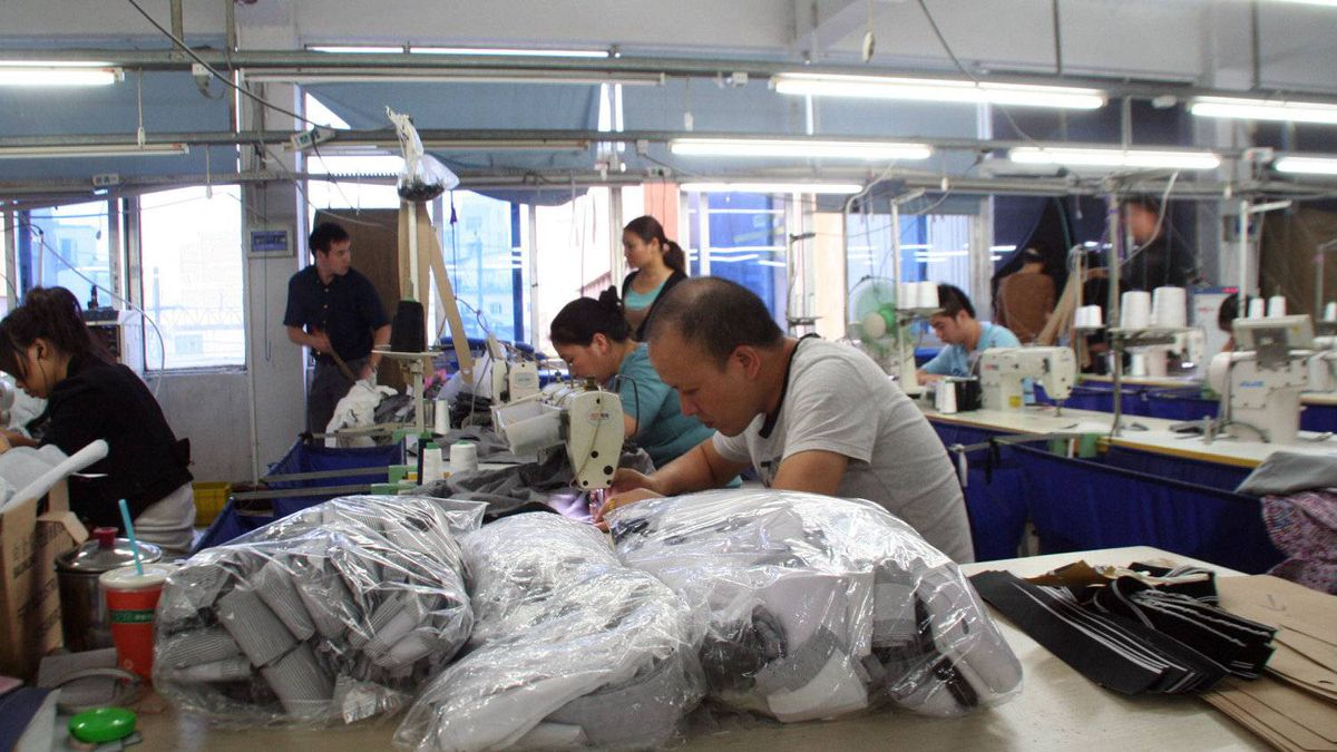 The Chinese garment industry has had a difficult start to the year: This month's HSBC flash PMI dipped to a four-year low this month, driven down in part by slowing export growth of just 7 per cent year-on-year for January and February – half as fast as in December.