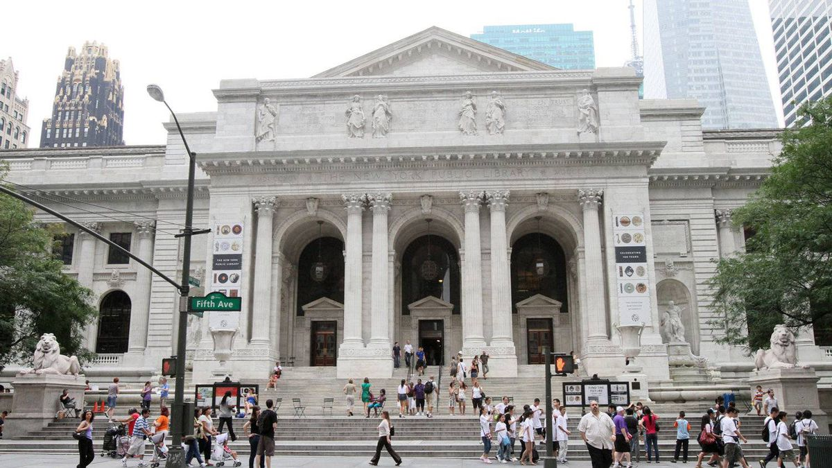 """This Friday, July 8, 2011 photo shows the New York Public Library during Celebrity Planet's """"Superhero Tour of New York"""" in New York. Celebrity Planet's walking tour of midtown Manhattan takes guests to landmarks where events in comic book history took place. (AP Photo/Tina Fineberg)"""