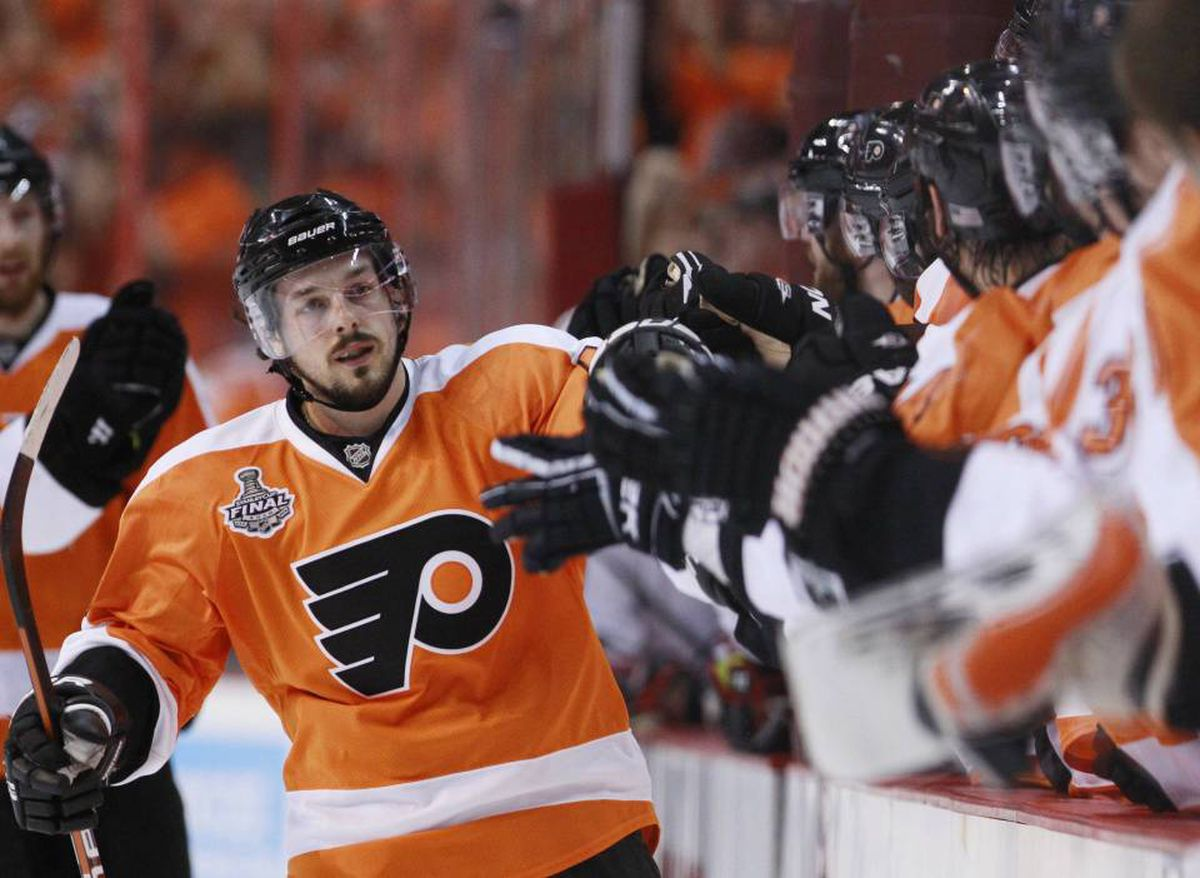 Philadelphia Flyers' Danny Briere is congratulated by the bench after scoring against the Chicago Blackhawks during the first period Game 3 of the NHL Stanley Cup final hockey series in Philadelphia, June 2, 2010.
