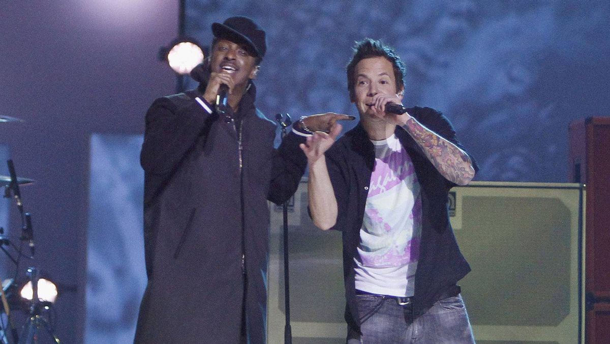 k'Naan performs with Simple Plan during the Juno Awards in Ottawa, Sunday April 1, 2012.