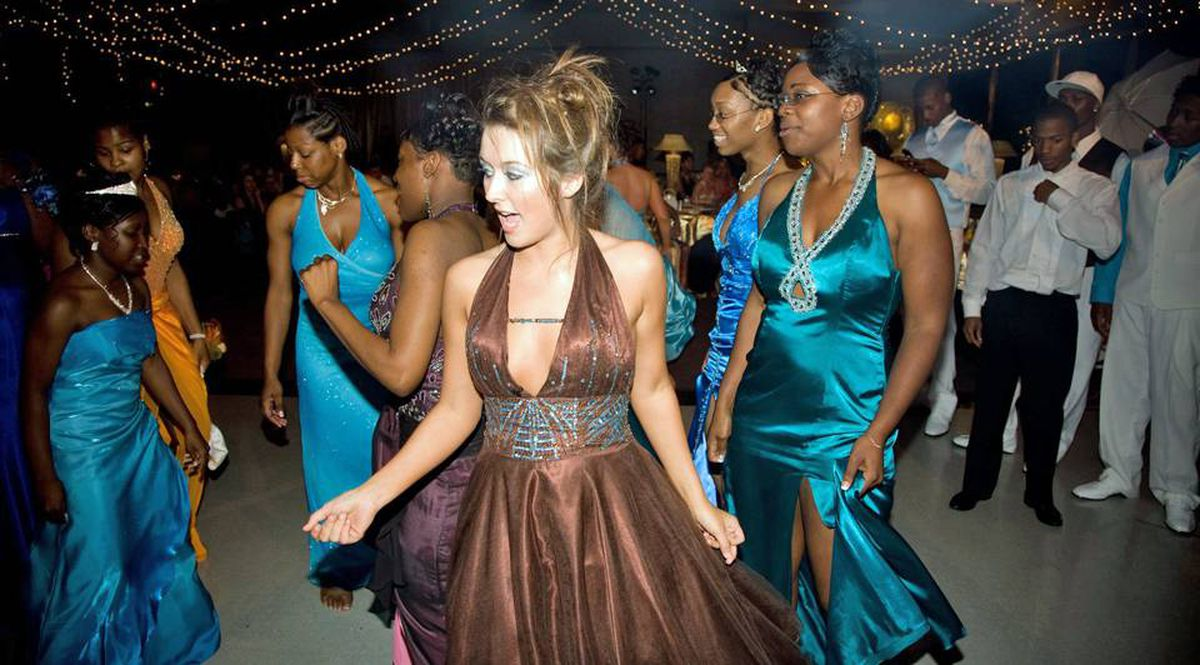 Prom Night in Mississippi chronicles the first racially integrated grad party in Charleston, Miss.