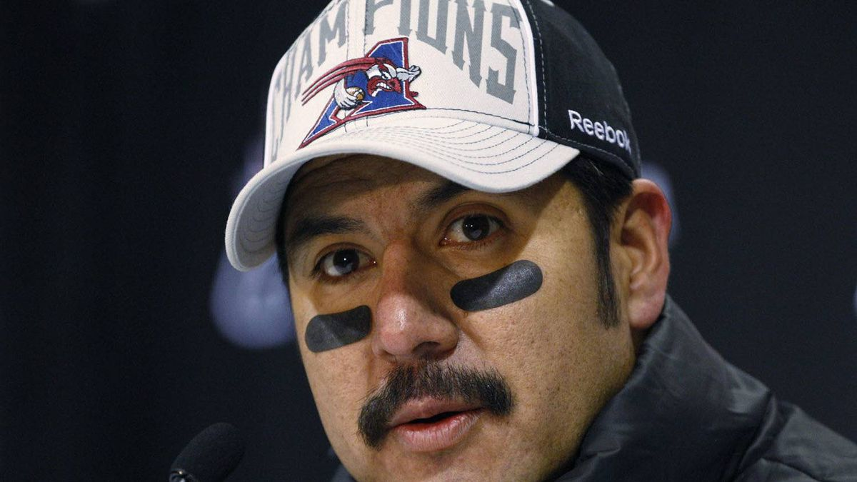 Montreal Alouettes quarterback Anthony Calvillo announced during a post Grey Cup game news conference that he will have surgery to remove a lesion from his thyroid.