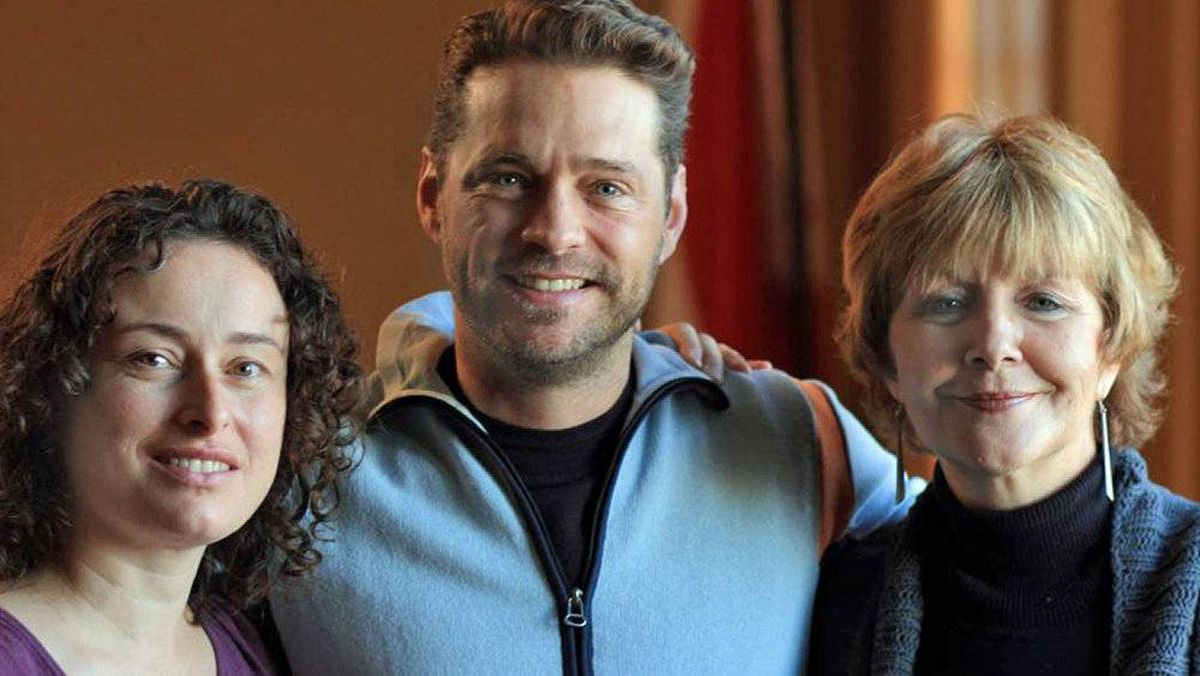 Actor Jason Priestley poses with the Sierra Club of Canada's Gretchen Fitzgerald Mary Gorman of the Save Our Seas and Shores Coalition.