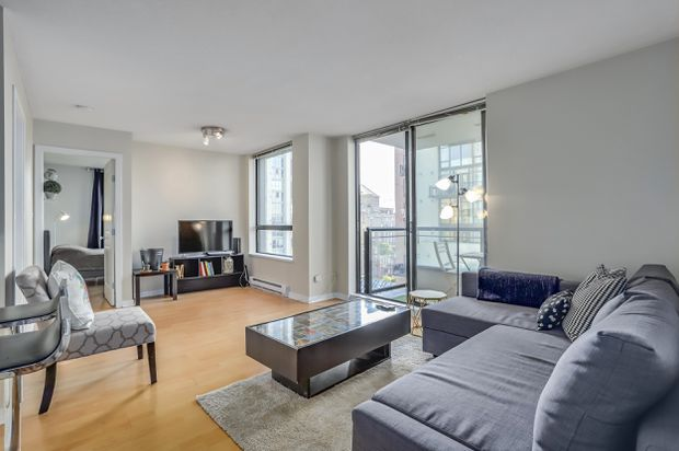 Two-bedroom condo in Vancouver's Yaletown sells under listing price