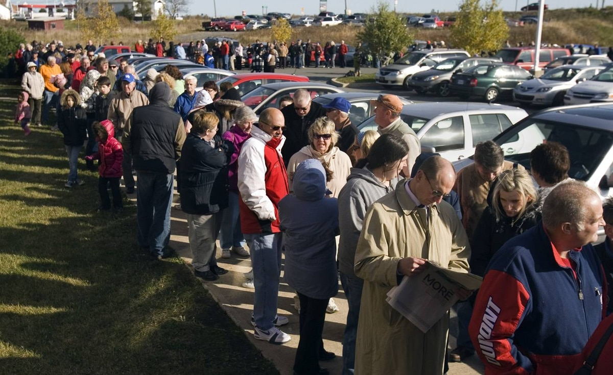 Hundreds of people wait in line outside a health clinic in Elmsdale, N.S. for their turn to be injected with the H1N1 flu vaccine on Tuesday, Oct. 27, 2009.