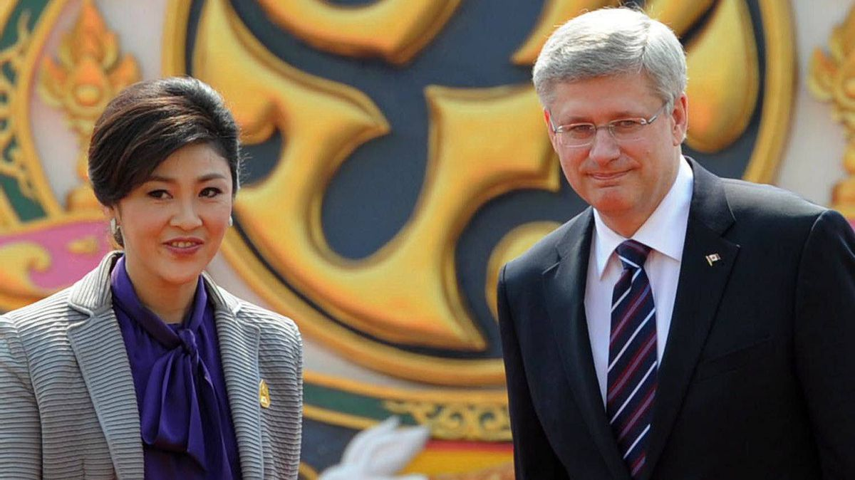 Prime Minister Stephen Harper is escorted by his Thai counterpart, Yingluck Shinawatra, as he visits Government House in Bangkok on March 23, 2012.
