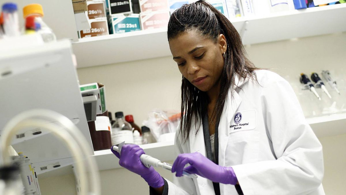 Prof. Patrice Smith works in her Carleton University laboratory. Blair Gable for The Globe and Mail