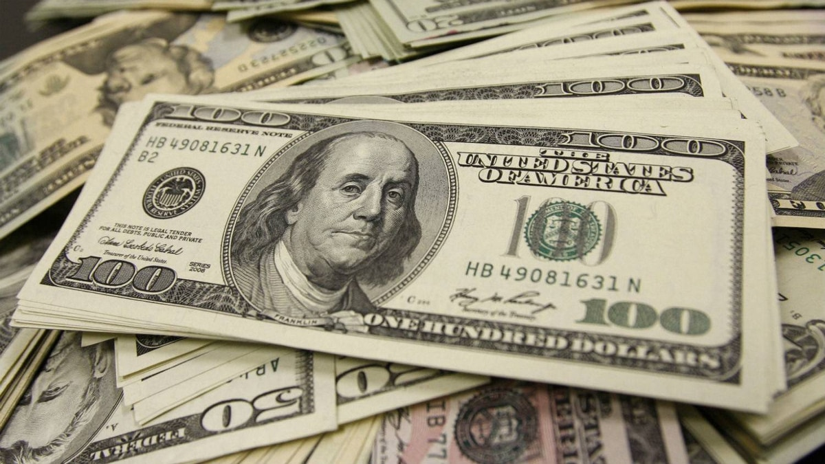 U.S. dollar bills are pictured during a photo opportunity at an office of Interbank Inc. money exchange in Tokyo November 27, 2009.