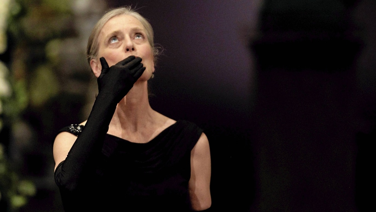 Mrs Claudia Steinman blows a kiss towards the sky in memory of her recently deceased husband the 2011 Nobel Prize Laureate for Physiology or Medicine Ralph Steinman from Canada after receiving his Nobel Prize from Sweden's King Carl XVI Gustaf during the Nobel Prize award ceremony at the Stockholm Concert Hall in Stockholm, Dec. 10, 2011.