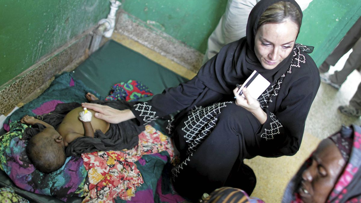 A little over three years after former Canadian freelance photojournalist Amanda Lindhout was kidnapped on the outskirts of Mogadishu, Somalia, she has returned to provide aid to its needy.