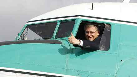 Prime Minister Stephen Harper gestures from the cockpit of a Douglas DC-3 aircraft in Yellowknife, Aug. 25, 2011.
